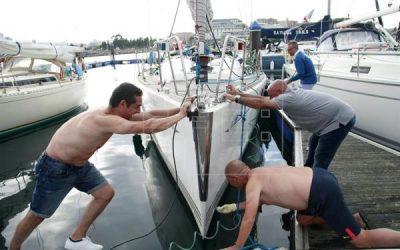 Un centenar de peregrinos por mar recalan en A Coruña en su Camino a vela