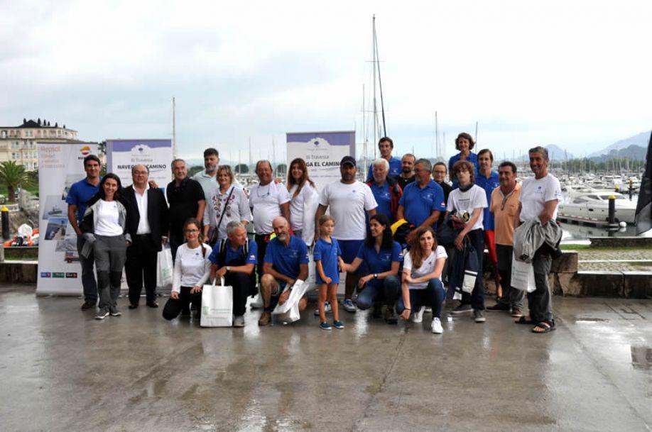 El Ayuntamiento recibe a los navegantes que hacen por mar el Camino de Santiago